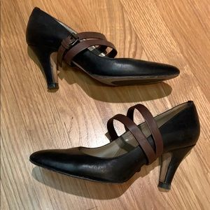 Anyi Lu Couture black pump brown double strap EUC